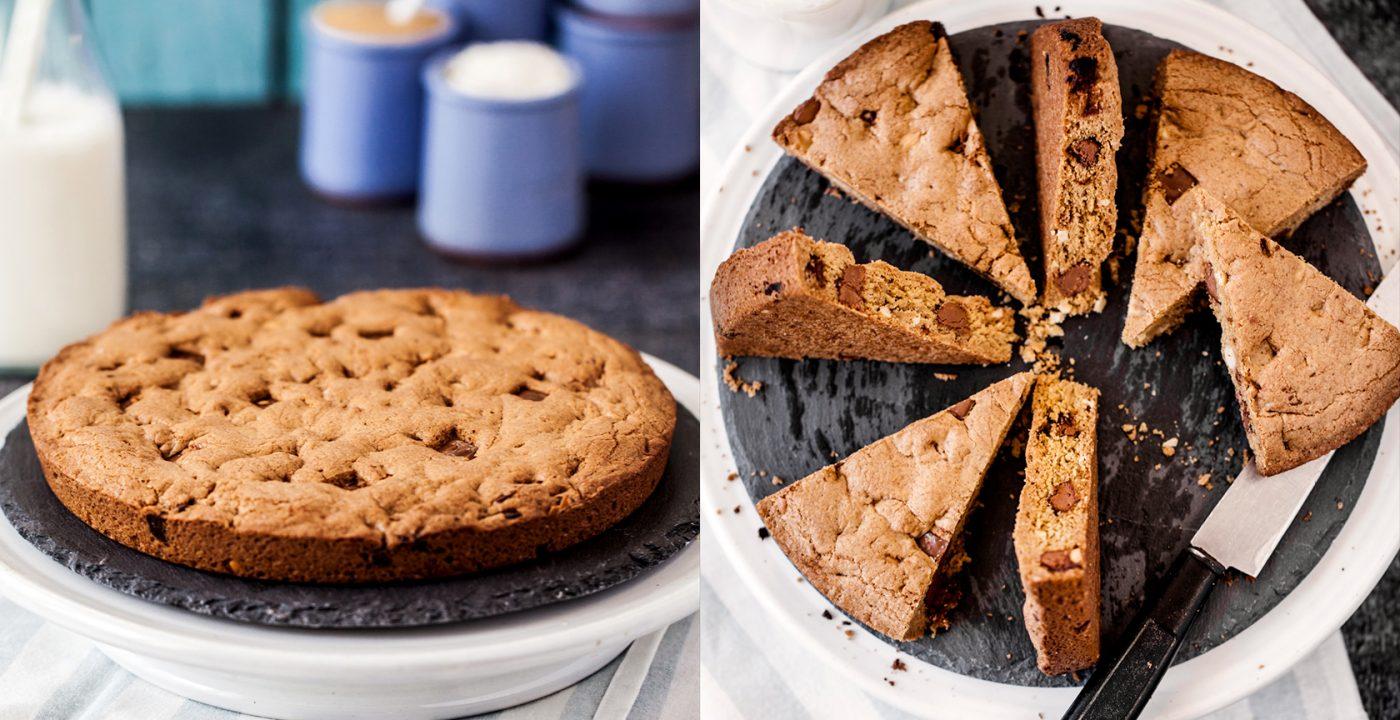 Wielkie ciasteczko zczekoladą mleczną iorzechami nerkowca