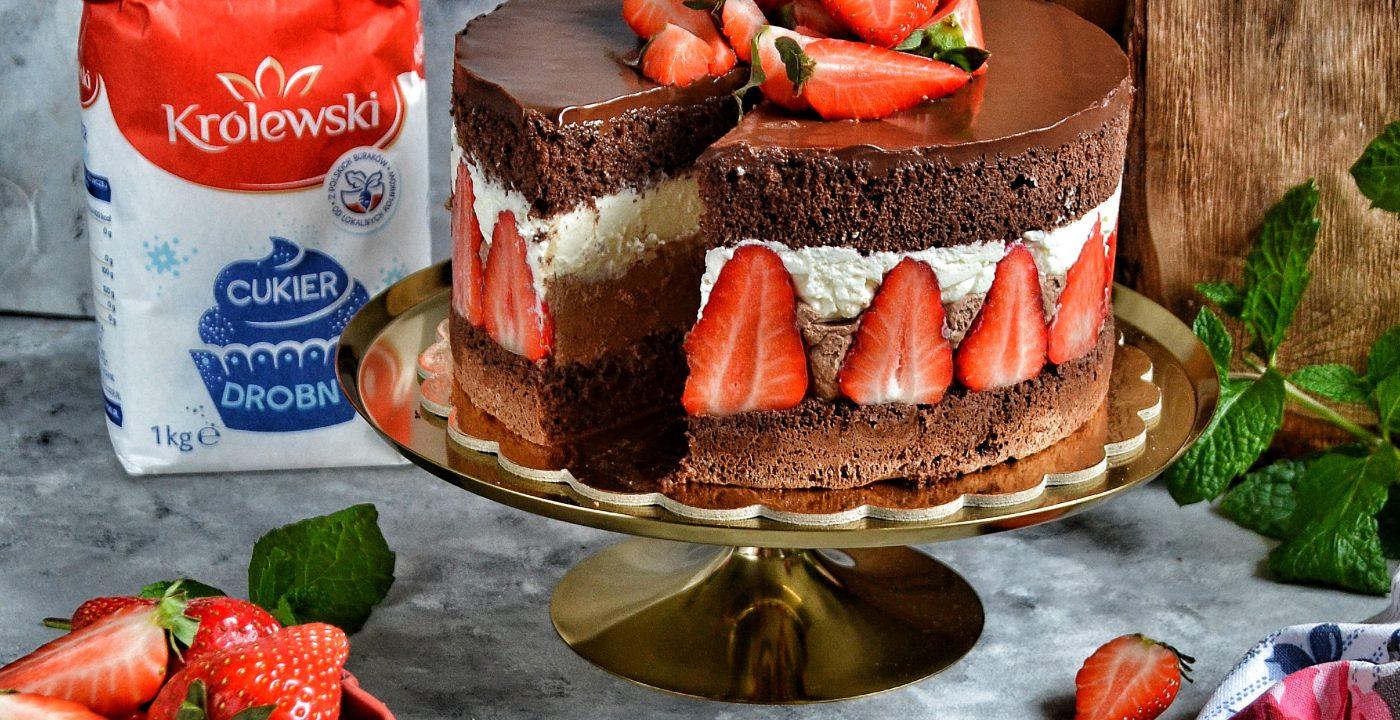 Torcik czekoladowy ztruskawkami